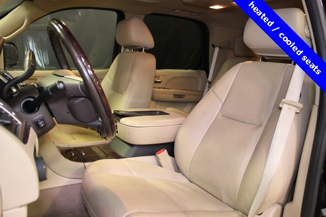 Pre-Owned 2012 Cadillac Escalade Luxury / MANHEIM