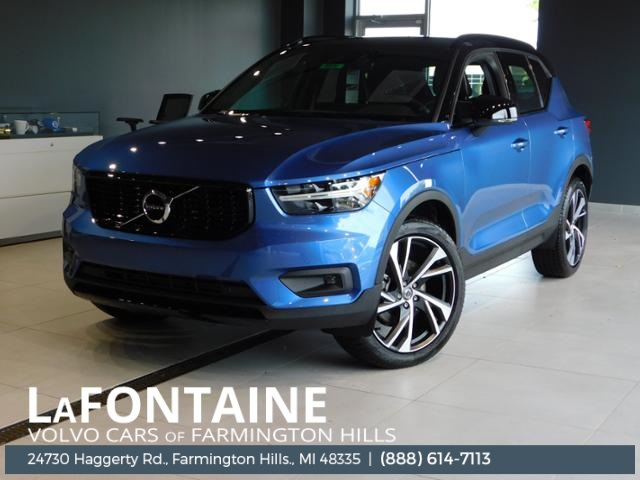 New 2020 Volvo XC40 R-Design AWD